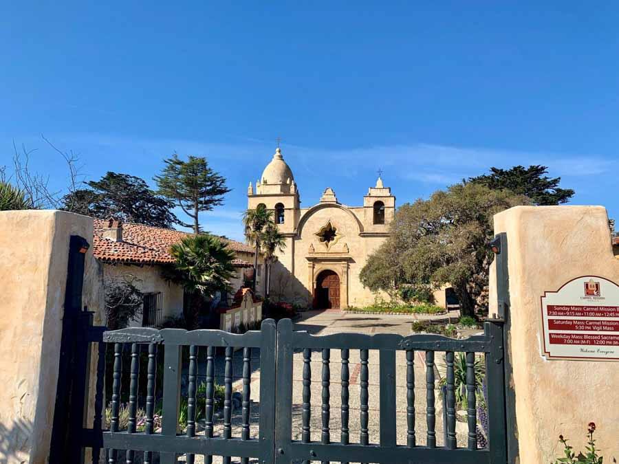 Visit San-Carlos-Borromeo-de-Carmelo-mission